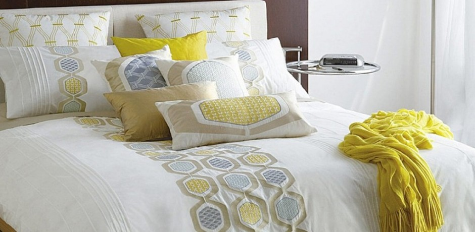 Decorative-Bed-Pillows-For-Master-Bedroom-940x460